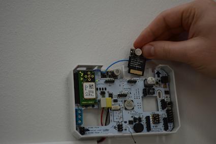 Neuvotteluhuoneessa. Tämän sisäilma-anturin arvokkain osa, mittaus-komponentti, on moduläärinen.